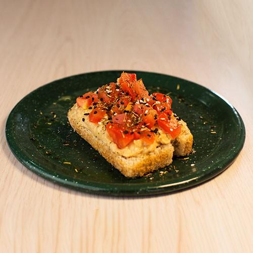 Montadito de Hummus con pan de arroz integral