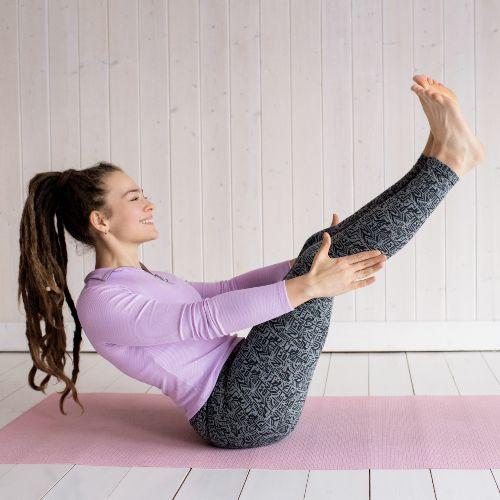 Sistema cardiovascular: Mujer haciendo postura de yoga.